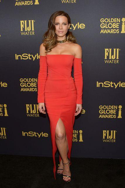 Актриса Кейт Бекінсейл не вмістила пишний бюст у декольте (фото)