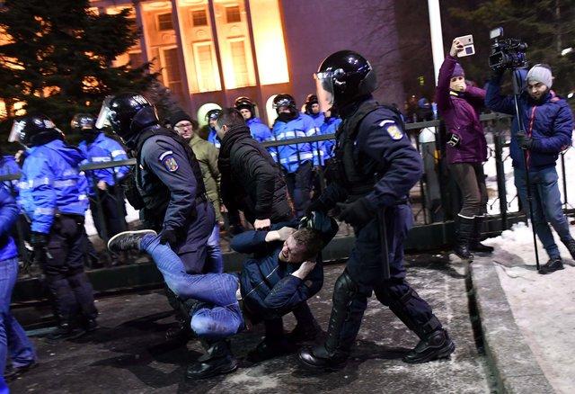 Масштабні антиурядові протести продовжилися уРумунії